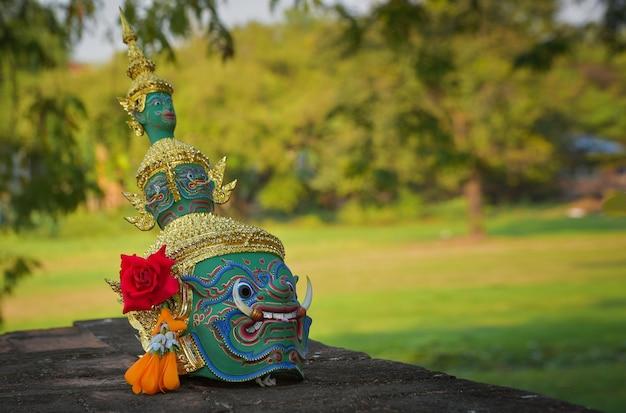 パントマイムの覆面部分(コン)ラーマーヤナタイのアユタヤで優雅さと美しさを備えた高級タイアート