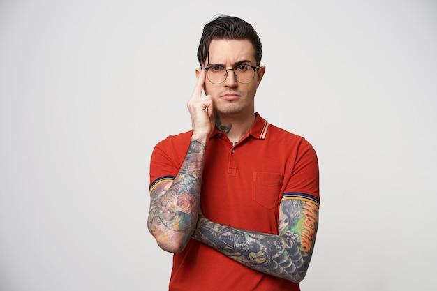 マスターは創造的なプロセスを見ている眼鏡を考えました