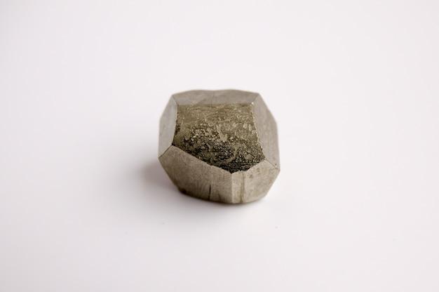 Минеральный пирит