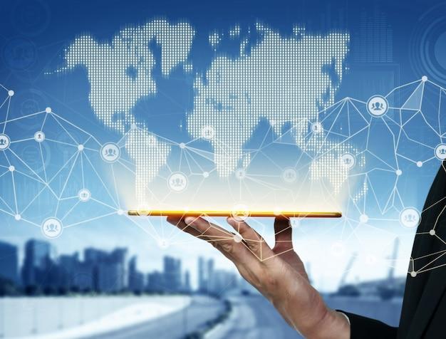 Современная умная коммуникация и интернет-сеть соединяются в умном городе