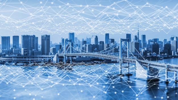 현대적인 창의적 커뮤니케이션과 인터넷 네트워크가 스마트 시티에서 연결됩니다.
