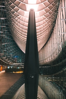 도쿄 국제 포럼의 현대적인 실내 건축