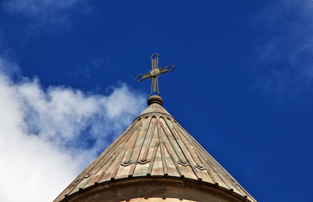 Монастырь нораванк в горах кавказа, армения
