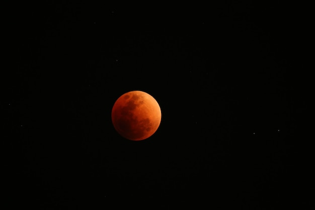 Луна, которая была заблокирована тенью земли