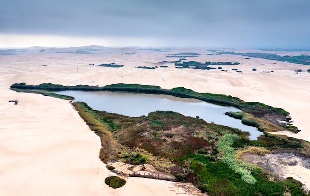 페루 아타카마 사막의 오아시스