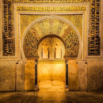 Соборная мечеть кордовы - самый значительный памятник во всем западном мусульманском мире и одно из самых удивительных зданий в мире.