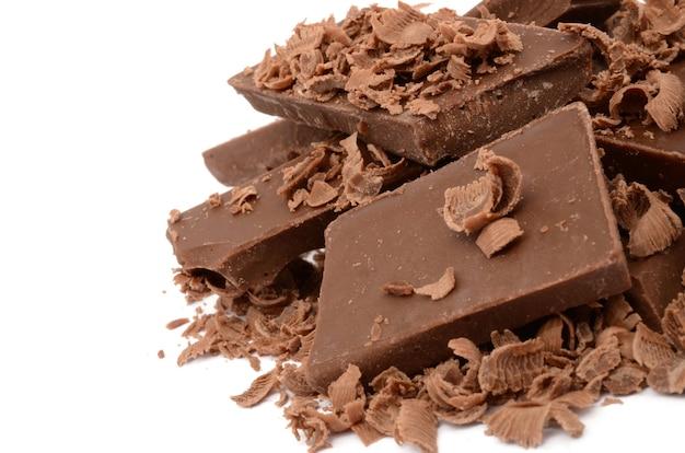 흰색 표면에 고립 된 가장 맛있는 초콜릿