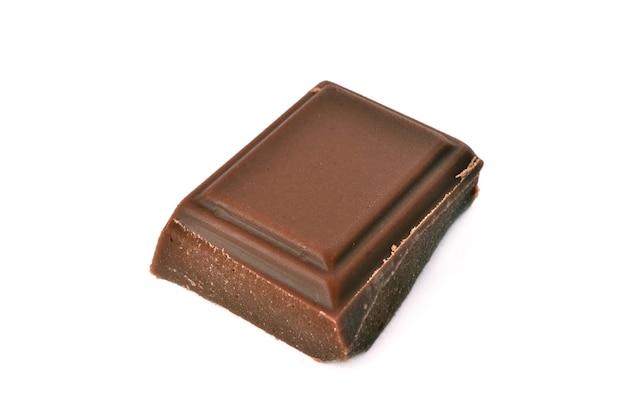 白で分離された最もおいしいチョコレート