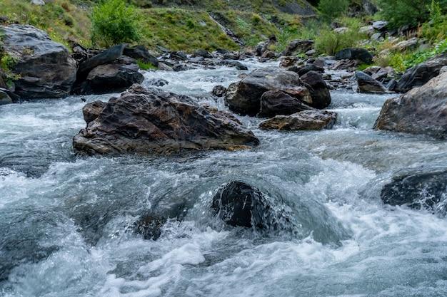 ジョージア州ヘヴスレティ川上流のアルグン川。トラベル