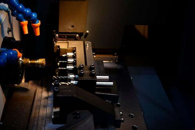 マルチタスクcnc旋盤マシンハイテクノロジー金属加工プロセスと旋盤