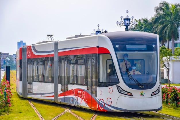 黄埔区広州経済技術開発区の新しい路面電車システム Premium写真
