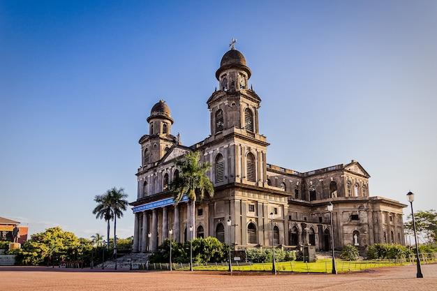 니카라과 수도 마나과 대성당은 역사적인 건물입니다.