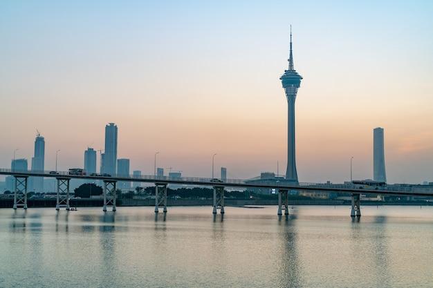 마카오 타워 컨벤션과 중국 사이 반 다리의 야경
