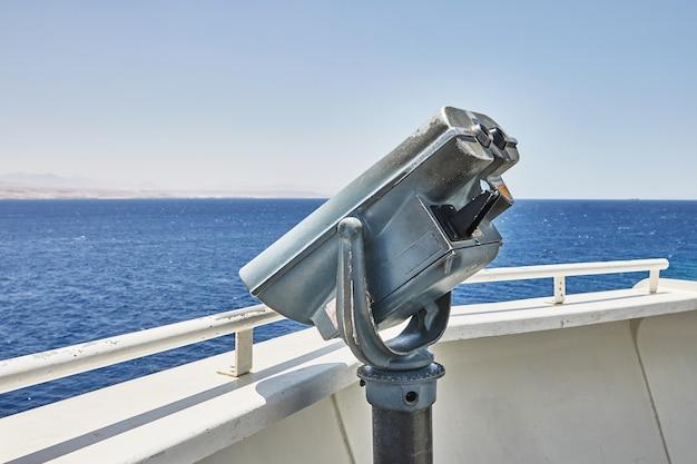 전망대 위쪽에는 쌍안경으로 관광할 수 있는 전망대가 있습니다.