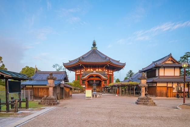 奈良の八角形の寺院のホール