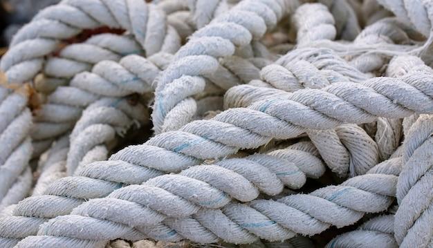 Старая лодка текстурированная веревка крупным планом. выборочный фокус