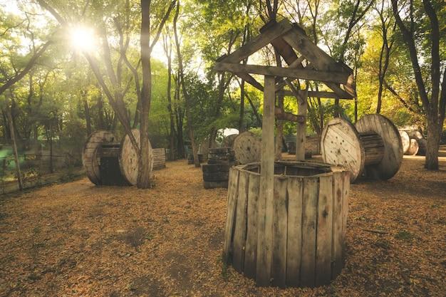 古い壊れた井戸はペイントボールベースに隠すためのものとして使用されました