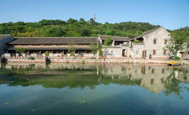 湖のほとりの古い建物、漢陵旧通り、寧波、浙江省、中国