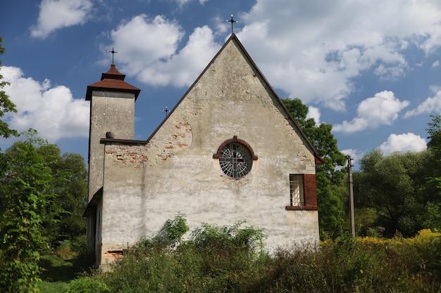 우크라이나의 오래된 가톨릭 교회는 pidtemne의 마을입니다.