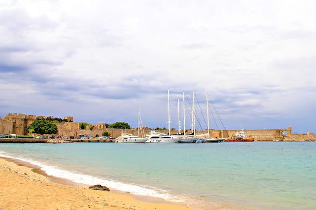 Старая гавань родоса, остров родос, греция