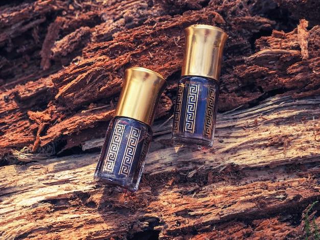 沈香の木からの古い油。インドの濃縮香水。