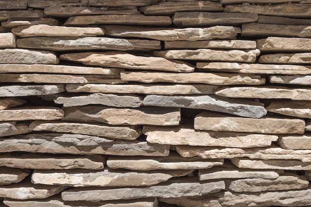古い石造りの城壁の背景。ロアレ城、アラゴン、スペイン