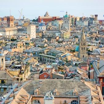 Старый город генуи с точки зрения обзора, италия