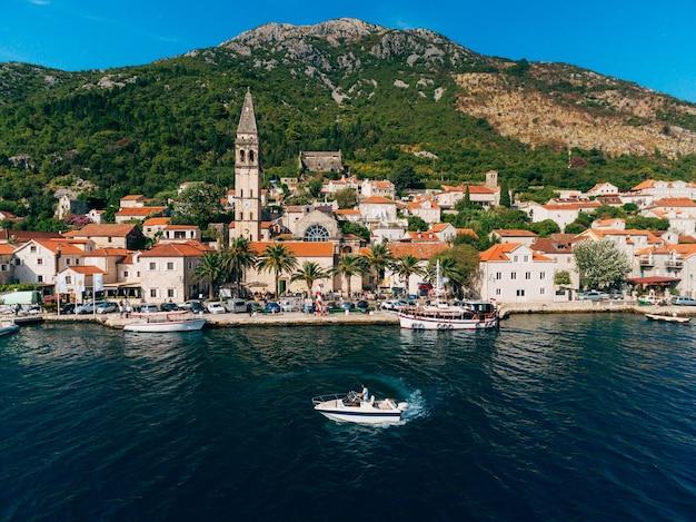 Старый город пераст на берегу которской бухты черногория th
