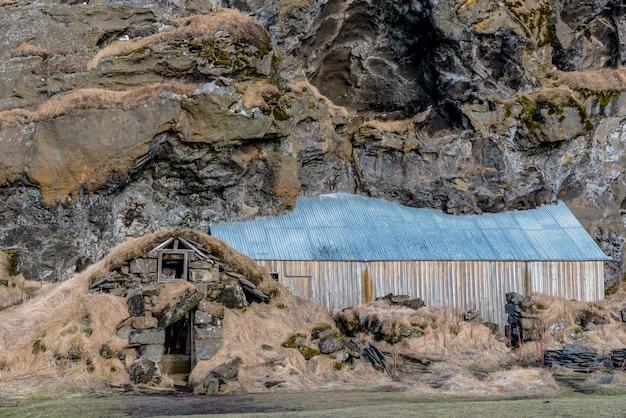 Drangshlid, 아이슬란드의 drangurinn에있는 오래 되 고 전통적인 잔디 하우스