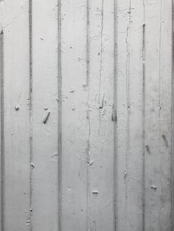 その中に釘と古い白い木の背景。