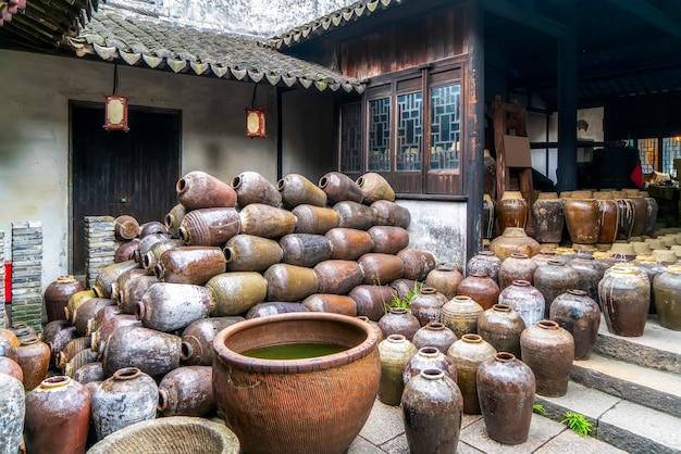 Старый винзавод в древнем городе чжоучжуан