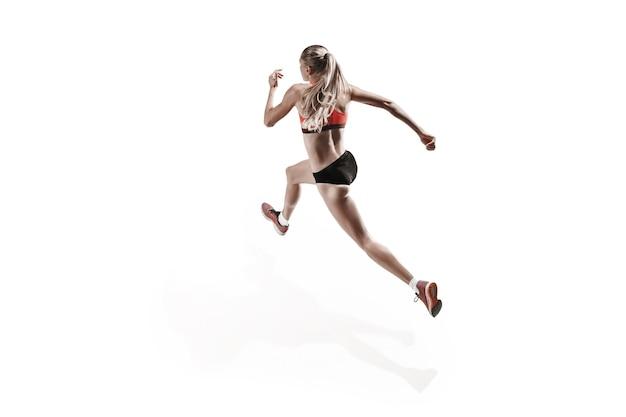흰색 스튜디오 배경에서 달리고 점프하는 러너의 한 백인 여성 실루엣. 단거리 선수, 조깅하는 사람, 운동, 운동, 피트니스, 훈련, 조깅 개념. 뒷모습