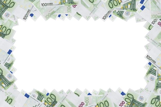 空きスペースのあるフレームとして使用される100ユーロ紙幣。白い背景で隔離のユーロ紙幣のお金のフレーム。コピースペース。テキストの場所。フォーム、デザインは空白。コピースペース。