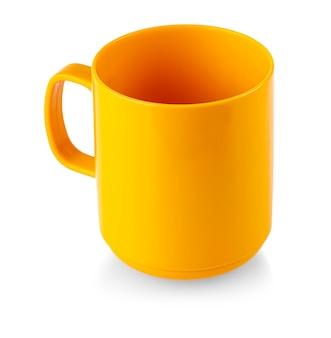 흰색 배경에 고립에 오렌지 컵 머그잔 음료