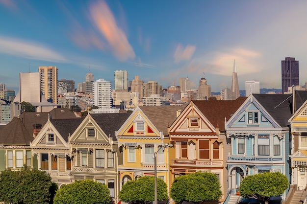 미국 캘리포니아 샌프란시스코의 페인티드 레이디스 해질녘