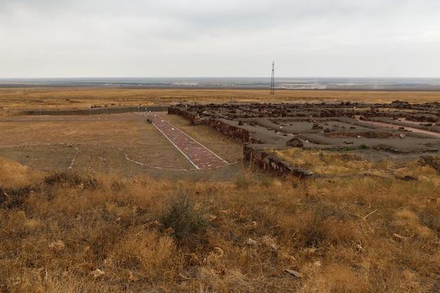 アクルタスの宮殿の要塞。カザフスタンのアクルタスパレスコンプレックス。