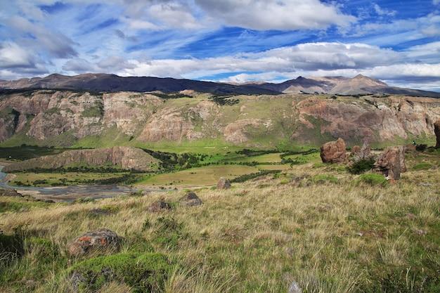 Панорамный вид близко фитц рой, эль-чалтен, патагония, аргентина