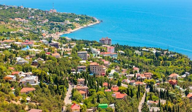 Панорамный вид с горы ай-петри на черное море