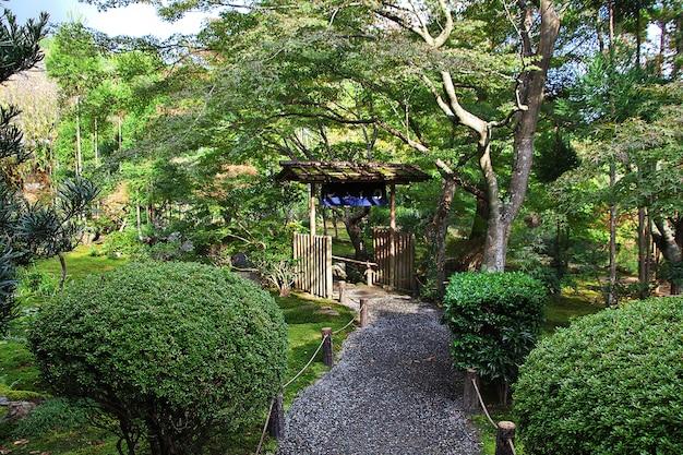 京都の龍安寺の公園
