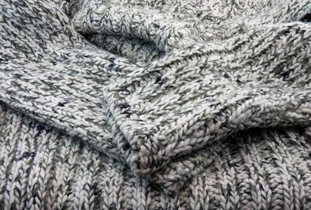 Часть свитера вязанная шерстяная.