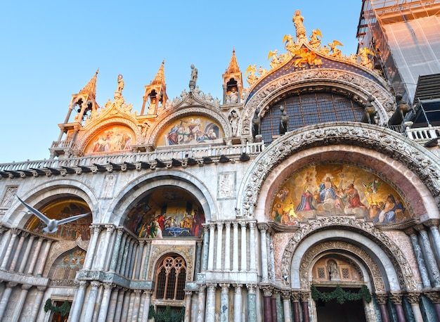 세인트 마크의 가부장 대성당 대성당. 베니스, 이탈리아. 828 년 건축, 건축가 domenico i contarini.