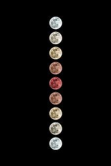 Полутеневое лунное затмение на темном фоне