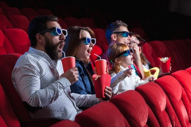 영화관에서 사람들의 감정