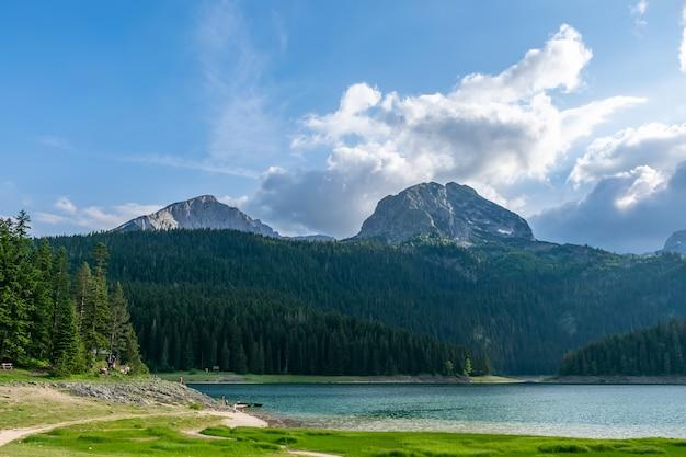 美しいブラック湖はドゥルミトル国立公園にあります