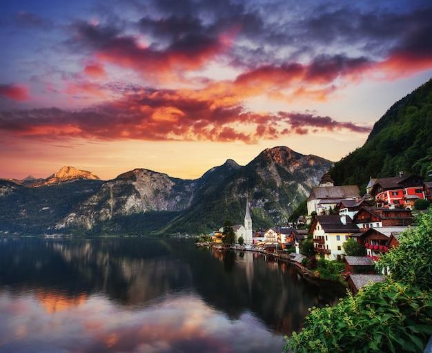 美しい夕日。有名な山の眺め