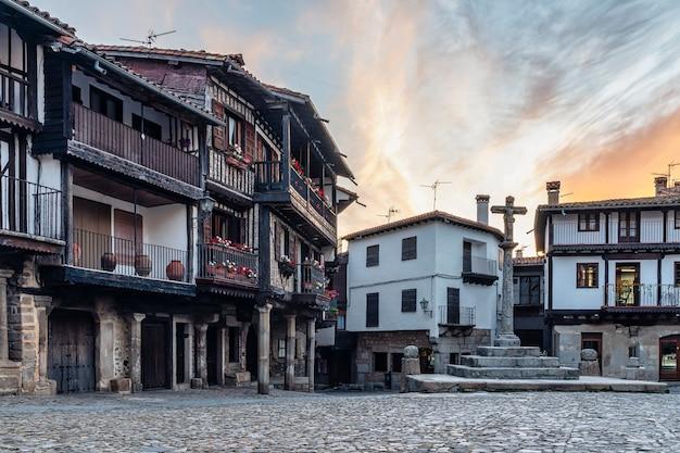 Живописная деревня ла альберка в саламанке, испания.