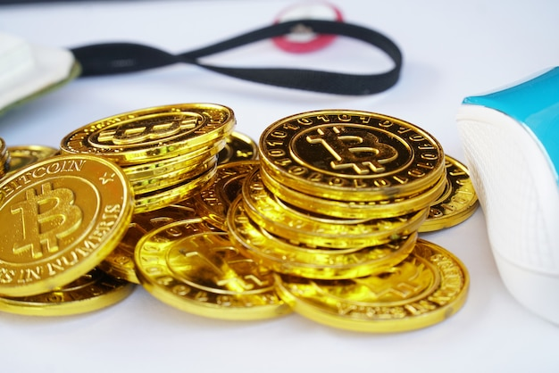 黄金のビットコインの山