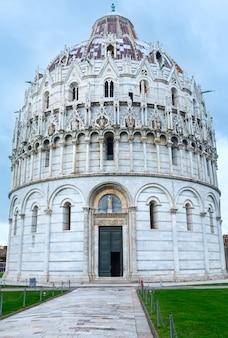 이탈리아 피사, 세인트 존 피아자 데이 미라 콜리의 피사 세례당.