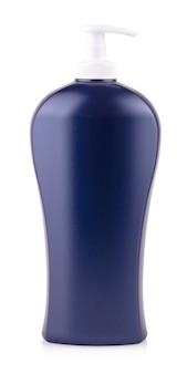 Пластиковая чистая синяя бутылка с дозатором на белом