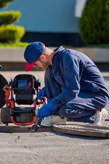 配管検査やその他の配管作業用のポータブルカメラ付き配管工。